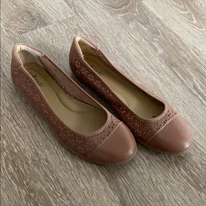Perfect leather camel brown flats size 8.5